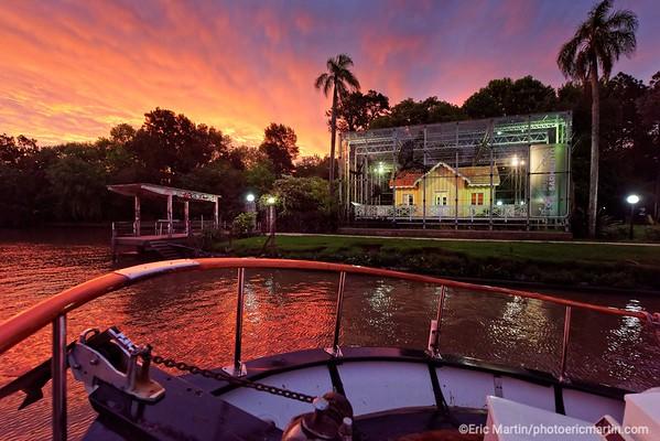 ARGENTINE. DELTA DU PARANA.  Navigation à bord de la « Chata Afrodita » qui accoste ici devant la Sarmiento House