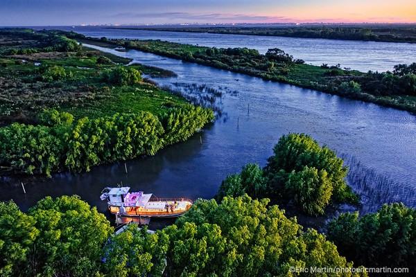 ARGENTINE. DELTA DU PARANA. Navigation à bord de la « Chata Afrodita », un bateau caractéristique du delta construit au milieu du siècle dernier et  originellement consacré au transport de fûts pour une distillerie