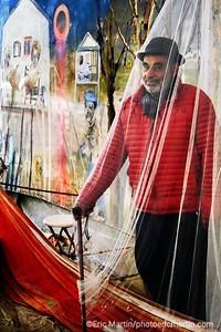 ARGENTINE. DELTA DU PARANA. L ARTISTE MIGUEL D'ARIENZO DEVANT SES OEUVRES DANS LE M.A.D.A - MUSEO DE ARTE EN EL DELTA ARGENTINO- QU IL A CREE