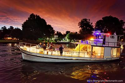 ARGENTINE. DELTA DU PARANA. Navigation sur le Rio Sarmiento à bord de la « Chata Afrodita », un bateau caractéristique du delta construit au milieu du siècle dernier et  originellement consacré au transport de fûts pour une distillerie