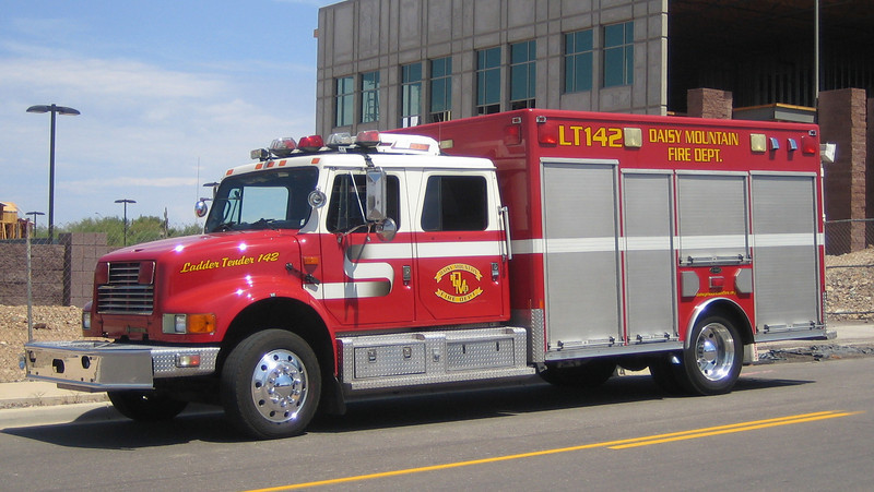 Ex DSY LT142 International E-One Trident (on loan by PHX)
