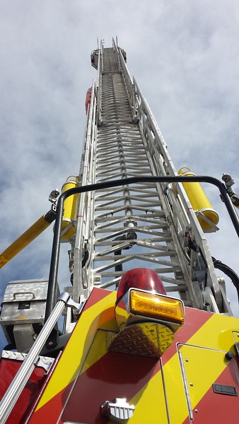 Daisy Mountain L145 E-one rmt (up ladder)