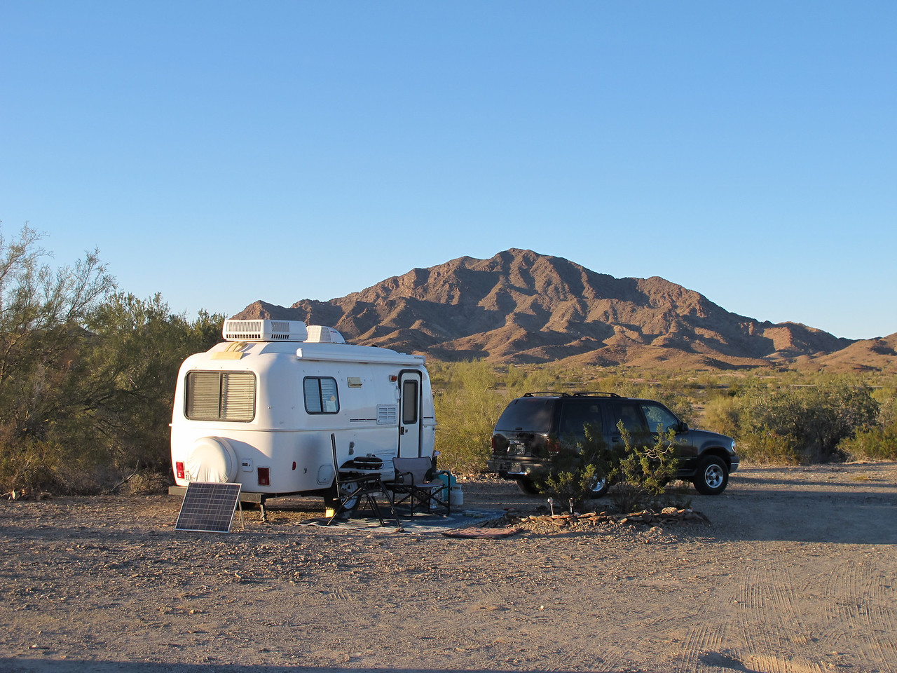 This rig belongs to Diane (Sage). She's a member of a rockhound group and this spot is about a mile from Dome Rock. She and her friends camped here while in Q for the January Rock Show. I stayed overnight here too.