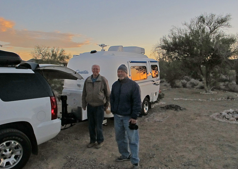 Webmaster Gene hitches up to head back to the Phoenix area. That's Dan (DeadEyeDan) with the camera.