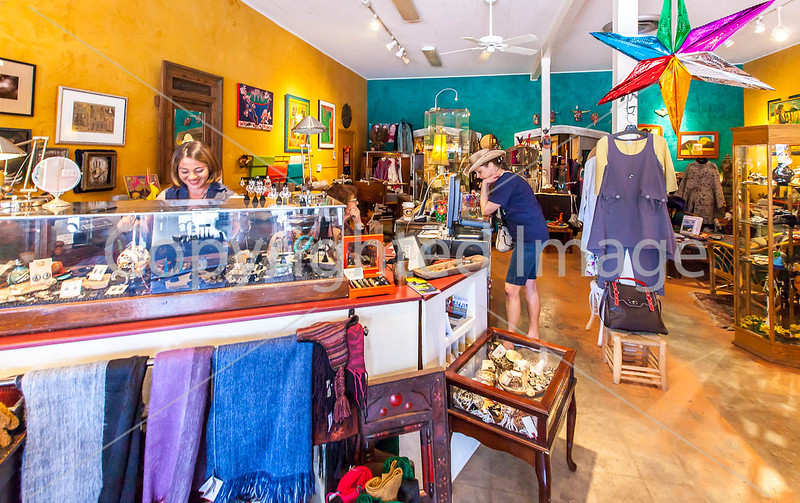 ACA cyclst(s) shopping in Patagonia, AZ - D2 - C2-0050 - 72 ppi