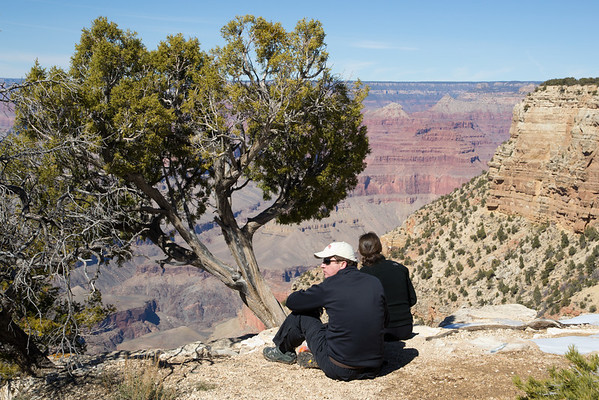 Lunch break along the rim trail.