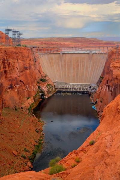The Glen Canyon hydro-electric dam near Page, Arizona, USA.