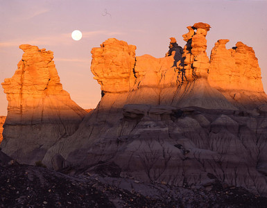 Petrified Forest Natn'l., AZ/Mon. Moonrise at sunset in the Blue Mesa area              2/86h  xd