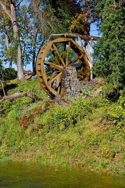A water wheel at the Gaston's Resort in Bull Shoals, Arkansas, USA.