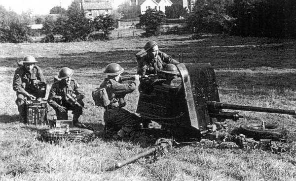 <font size=3><u> - 6 Pounder Gun - WW2 1940 -  </u></font> (BS0897)  2pdr gun as anti-tank weapon used during early part of WW2.
