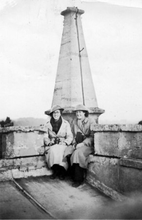 <center><font size=3><u> - Girls on Church Tower - September 1940 </u></font> (BS0381)   Miss Eileen Chamberlain and Miss Mary Rowden on duty as Local Defence Volunteers, on the look out for any possible German activity.  </center>