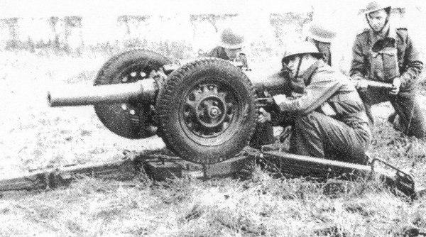 <font size=3><u> - 6 Pounder Gun - WW2 1940 -  </u></font> (BS0886)  Same 6pdr gun in another configuration.