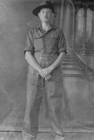 <font size=3><u> - George Gurney - Bombay - </u></font> (BS0651)  Pte George Gurney RASC, near Bombay. Circa 1944; demobbed 1947.