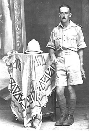<font size=3><u> - Soldier in India - </u></font> (BS0262)  John Lane in India during the war.