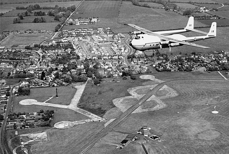 <font size=3><u> - RAF Benson - Late 60s - </u></font> (BS0343)  Argosy over RAF Benson.  DB Late 60s.  NB newly completed Westfield/Blacklands roads estates, built 66/67