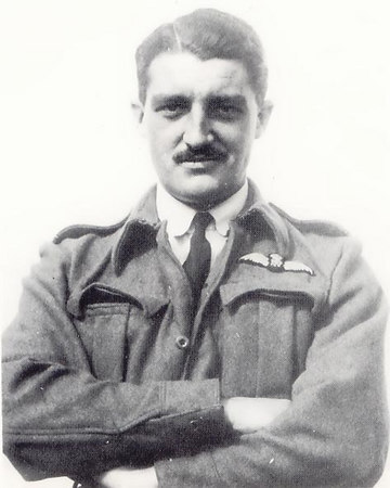 <font size=3><u> - PO Gordon Green of the Photographic Reconnaissance Unit, RAF Benson </u></font> (BS0315)  RAF.