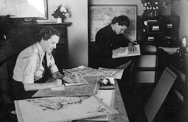 <font size=3><u> - Plotting Sorties - 1940/45 - </u></font> (BS0881)  Flt Officers Thompson and Chalmers plotting sorties.
