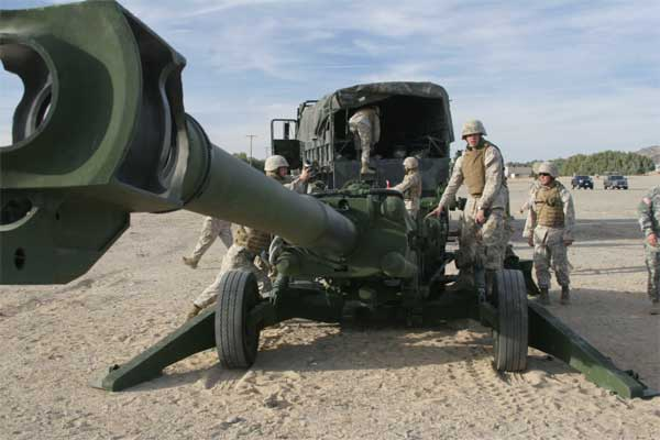 Cannoneers with Mike Battery, 3rd Battalion, 11th Marine Regiment, train for the first time with the battalion's new M777 Lightweight Howitzer.