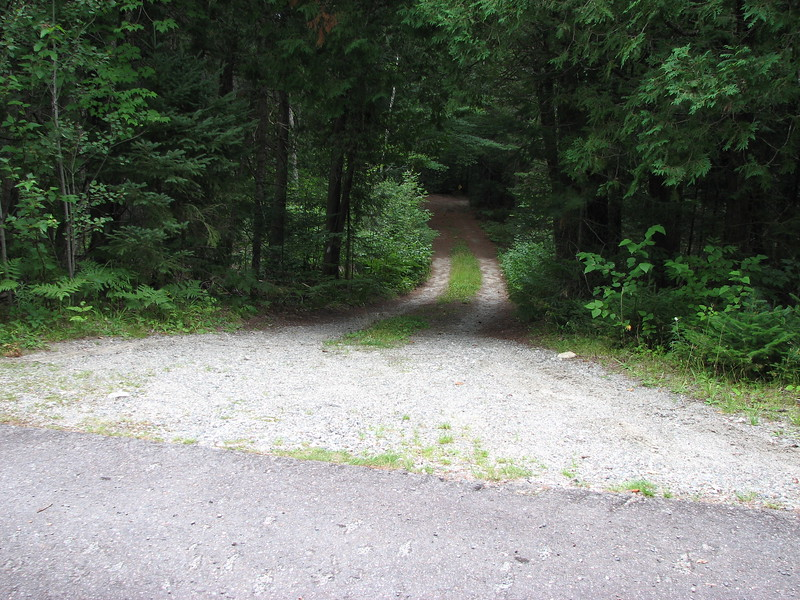 Club Rd as seen from Perkins Rd. Walk down this road and you will soon reach the river.