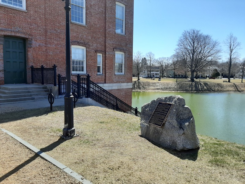 The boulder next to the courthouse, with a plaque telling about the ropewalk