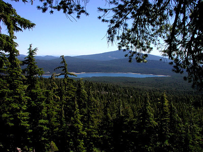 Four Mile Lake from the Mt McLoughlin trail