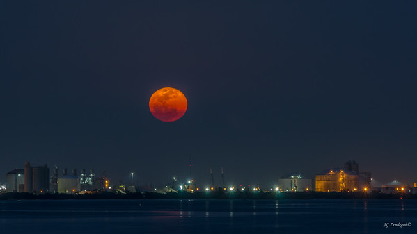 Super moonrise