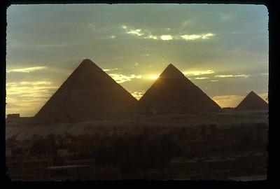 024_Gizeh_Les_pyramides_au_coucher_du_soleil