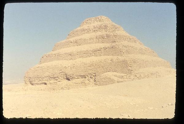 008_Sakkarah_Pyramide_a_degree_du_roi_Zoser