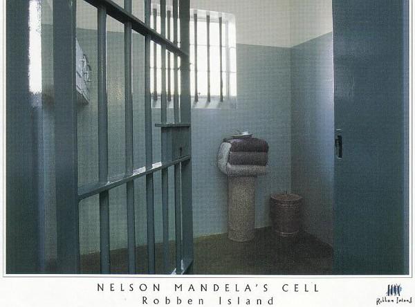 13_Cape_Town_Nelson_Mandelas_Cell_Robben_Island_19_ yr