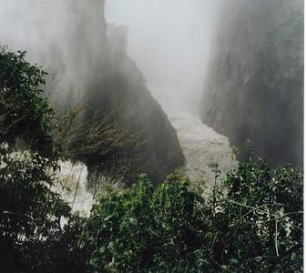 14_Victoria_Falls_ View_ Mist