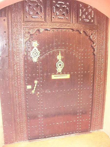 452_Ma_Mellah_Porte_en_bois_decoree_et_sculptee_d_un_Riad