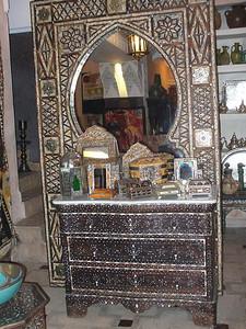453_Ma_Mellah_Commode_cedre_nacre_et_os_de_chameau
