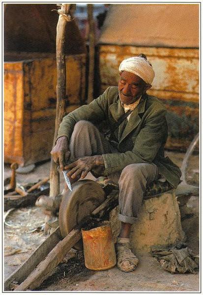 018_Maroc_Typique_Aiguiseur_de_couteaux