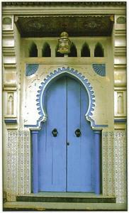 008_Maroc_Typique_Porte_decoree_et_sculptee