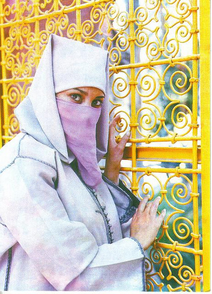 015_Maroc_Typique_Jeune_citadine_voilee