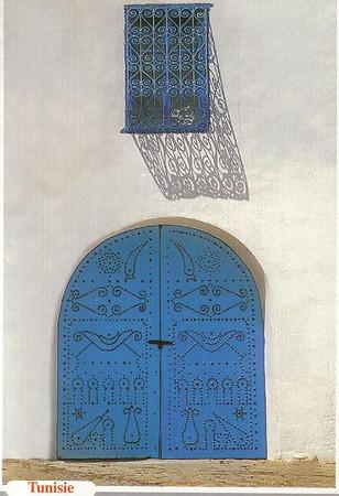 013_Tunisie_Porte_d_entree_cloutee_et_Fenetre