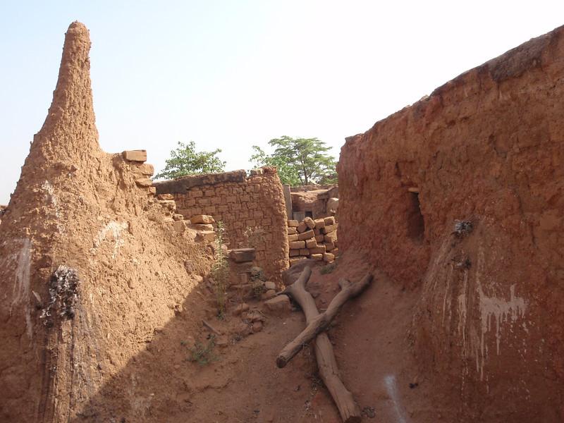 025_Bobo-Dioulasso  Kibidwe  Shrines  Male, left, and Female, right