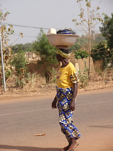 140_Gaoua  Woman Daily Life  Balance and Strenght