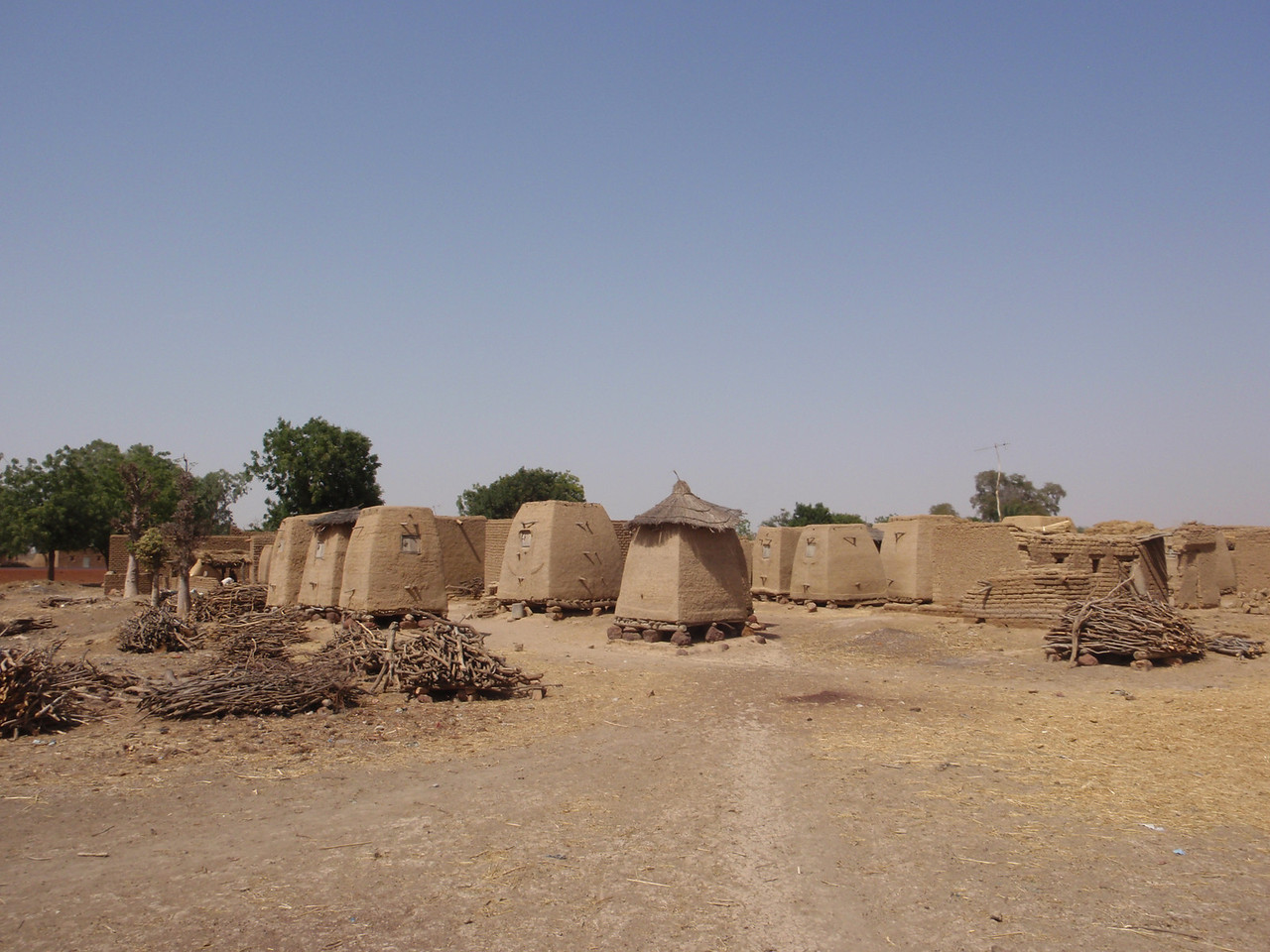 214_Parandougou  Granaries on Raised Legs to Protect from Vernin