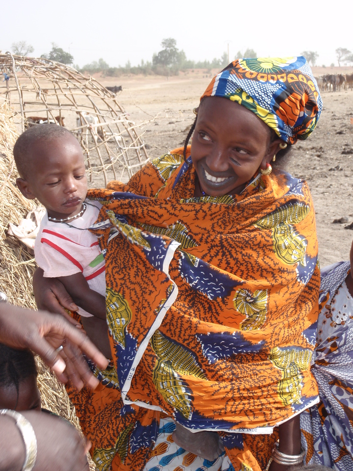 238_Mopti  The Fulani Tribe  Mother and Child  Colourful Clothes