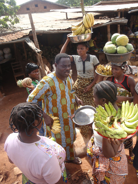 065_Between Cotonou and Abomey  Fruits and Vegetables Market