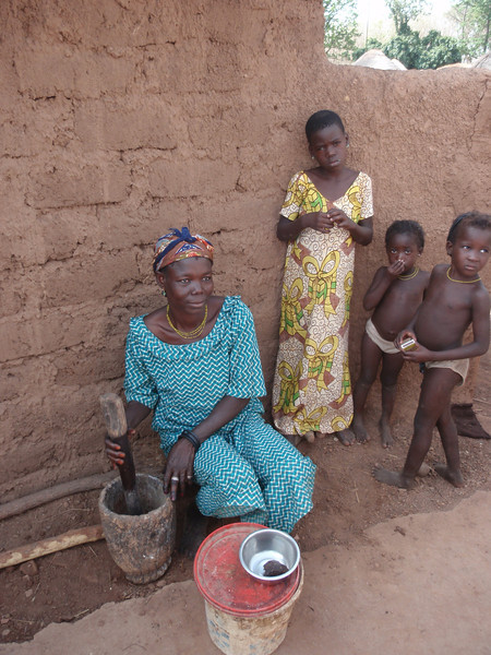 037_Between Tamale and Kumasi  Family Village Life