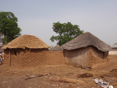 035_Between Tamale and Kumasi  Traditional Buildings