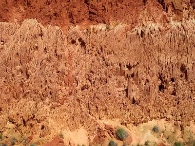 125_Formidables échancrures, massifs calcaires façonnés par des milliers d'années d'érosion