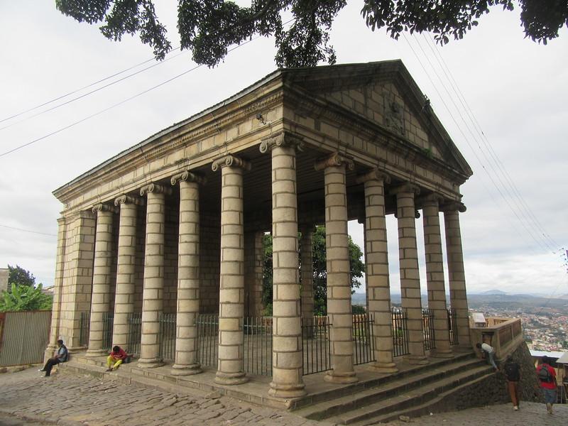041_Palais de Justice  1881  L'absence de murs permet au public d'assister aux audiences