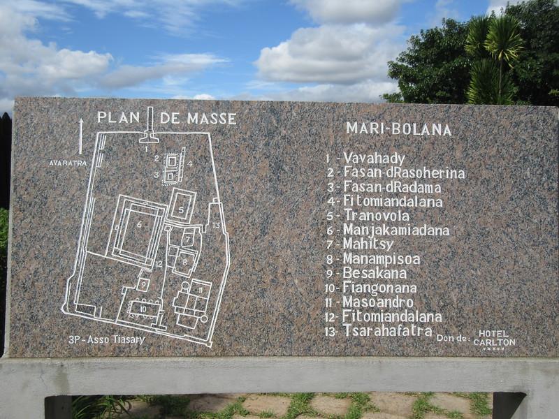014_Tana  The Rova  Un complexe comprenant une nécropole, 5 palais et 9 tombeaux