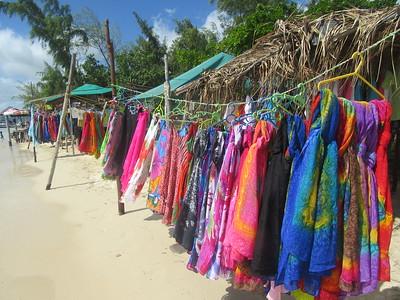 039_Ile aux Bénitiers  Longue virgule de cocotiers et de sable blanc, dessinée sur un lagon turquoise
