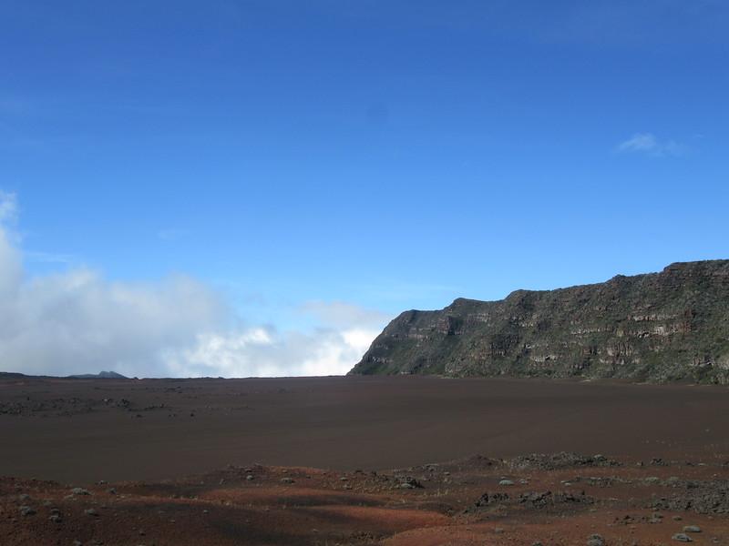 049_La Plaine des Sables  Un étonnant paysage rougeâtre et minéral  Un environnement martien
