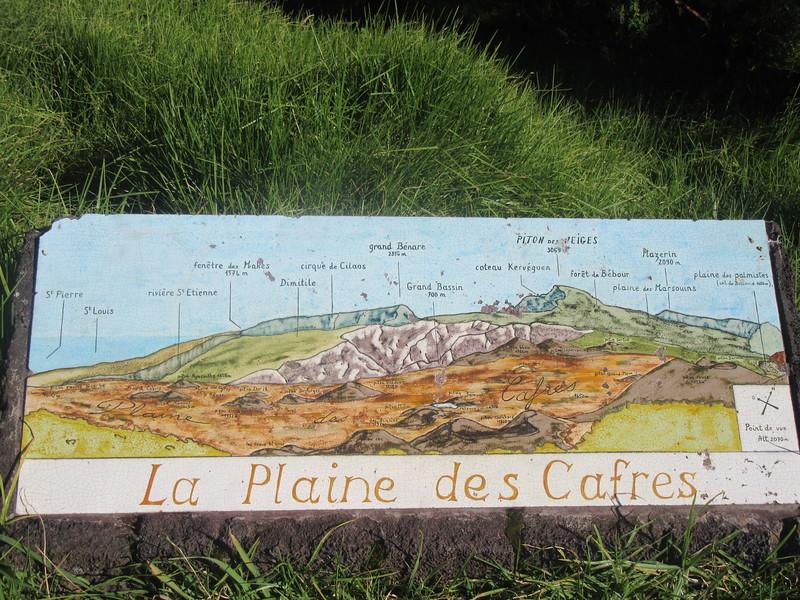 031_Plaine des Cafres  Coincée entre les cirques, le Piton des Neiges à l'ouest et la Fournaise à l'est