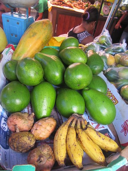 121_Victoria  Sir Selwyn Selwyn-Clarke Market  Coeur de Boeuf, Avocats, Papayes, Bananes